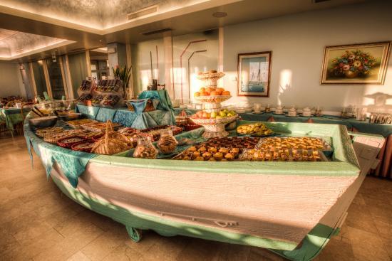 Royal: Vista Buffet