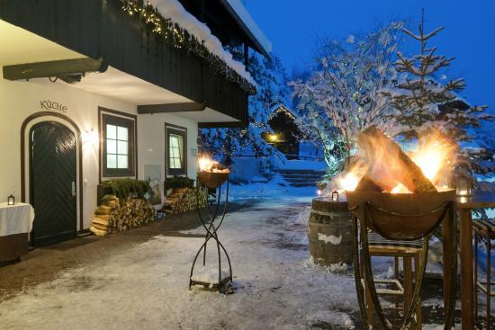 Naturel Hoteldorf Schoenleitn: Winter im Dorf, stimmungsvoller Abend