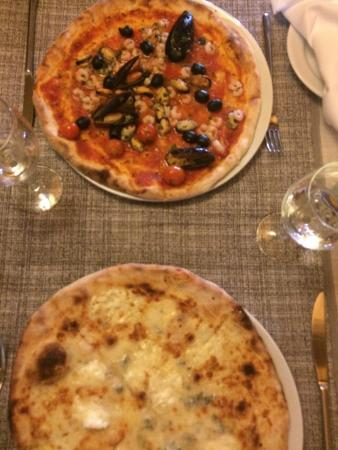 Da Sergio : Four cheeses and seafood pizzas
