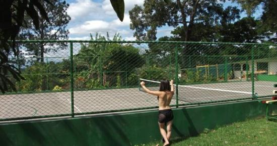 La Catalina Hotel & Suites: Tennis Court