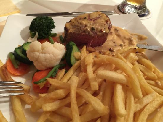 Hotel Gasthof Gross: Maden er imponerende god!