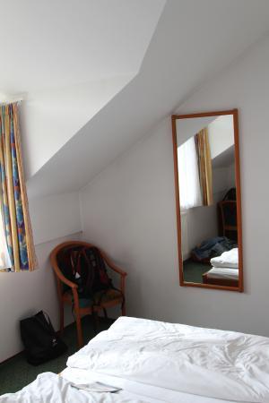 Hotel Zum Mohren: Room