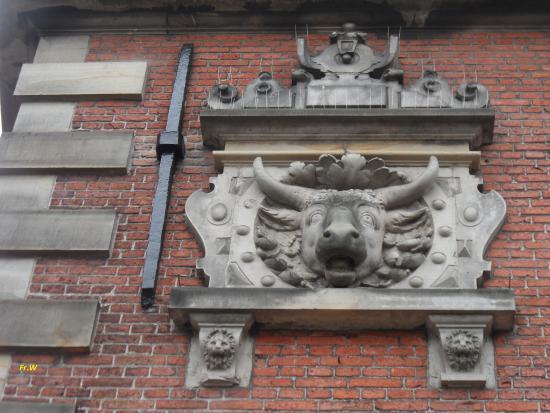 Voormalige vleeshal . ornament op de gevel . foto van grote markt