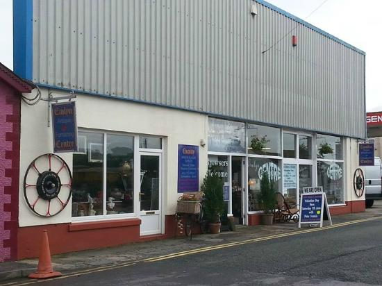 Newcastle Emlyn, UK: Welcome to Emlyn Antiques Centre