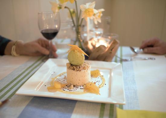 The Old Cellars Restaurant: Restaurant table/White Chocolate Parfait