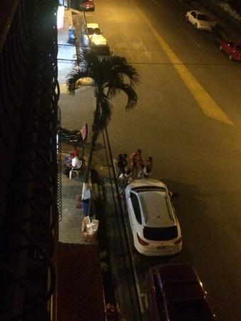 Best Western Hotel & Casino Kamuk: Borrachos en la esquina. 3:30 am y no dejaban dormir!
