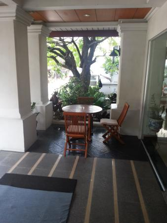 Viangbua Mansion: Front Porch