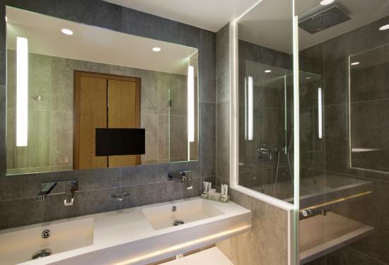 Select Hotel: Salle de bain chambre triple