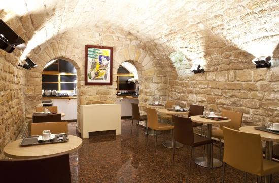 Select Hotel: salle du petit déjeuner