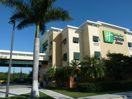 fa ade h tel picture of the holiday inn express suites. Black Bedroom Furniture Sets. Home Design Ideas