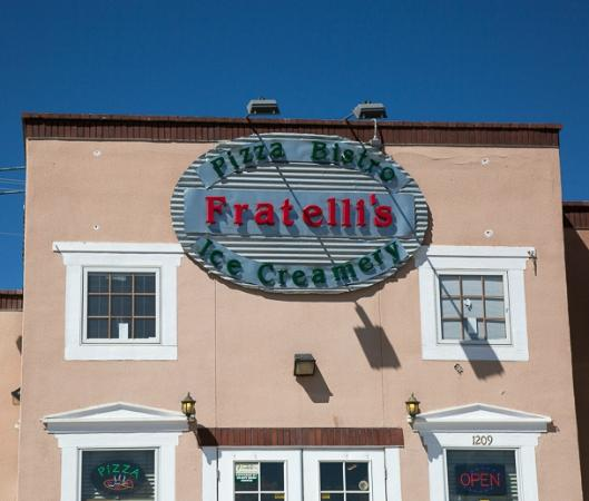 Fratelli's Pizza Bistro and Ice Creamery : Entrance