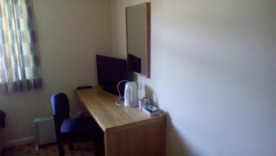Holroyd Arms: all rooms have freeview,coffe and tea making equipment
