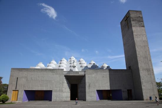 Catedral Metropolitana Inmaculada Concepcion de Maria: Managua's new cathedral sponsored by American pizza magnate