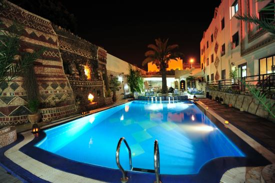 The Atlantic Hotel : piscine - nuit