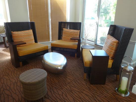 Hilton Garden Inn Cincinnati/Sharonville: Conversation Pit Ideas