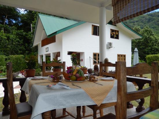 Une Table Dressée Pour Le Petit Dejeuner En Terrasse Picture Of