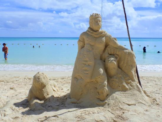 Pereybere Beach: Sand Sculptures