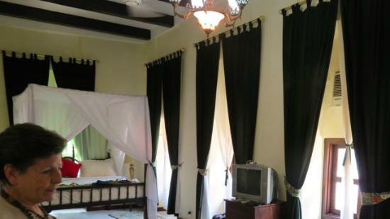 Zanzibar Hotel: multitude of windows