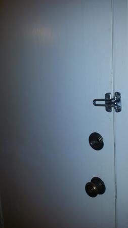 La Quinta Inn Houston La Porte: Unsafe Adjoining Door in room. With dripping, dried substance on door.
