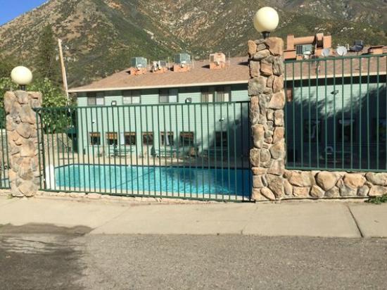Yosemite Cedar Lodge: Outdoor pool (1 of 2 pools)
