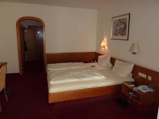 Seehotel Adler: Schlafzimmer, Diele zum Badezimmer