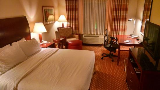 Hilton Garden Inn Rochester Downtown: King Room adjoining with 2 Queen room