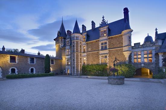 cour du ch teau picture of chateau de la colaissiere