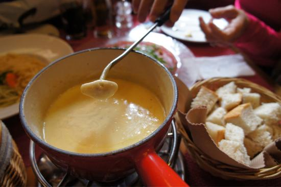 Restaurant Stadel : Cheese fondue, comes with bread and small potatoes.