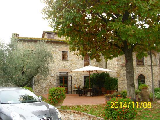 Agriturismo La Casa di Rodo: a patio view