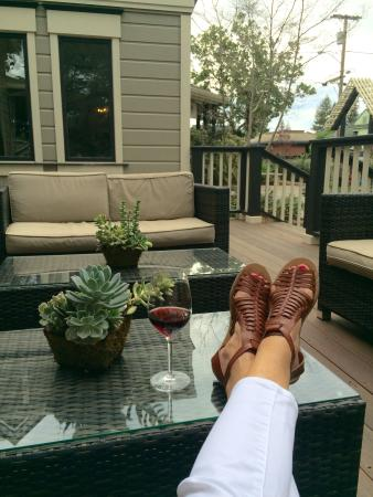 Grape Leaf Inn: Chillin on the deck