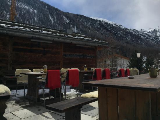 Sonnmatten Restaurant & Suite: Outdoor seating area