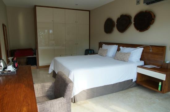 UmVangati House: Schlafzimmer Geräumig Modern Gemütlich