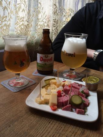 assiette de fromage et salami foto di 39 t brugs beertje bruges tripadvisor. Black Bedroom Furniture Sets. Home Design Ideas
