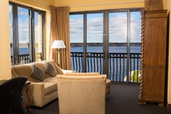 Shoreline Inn & Conference Center, an Ascend Hotel Collection Member: Penthouse Suite