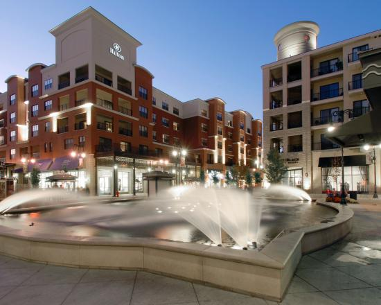 Hilton Promenade at Branson Landing: Exterior with fountain