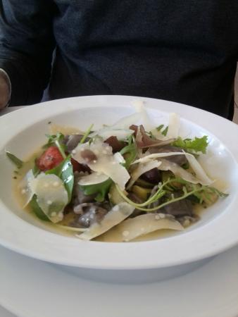 Restaurant Les Pins: Ravioles aux cepes saupoudrees de parmesan