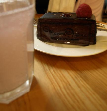 Maison Blanc - Oxford: Cake and pink lemonade.