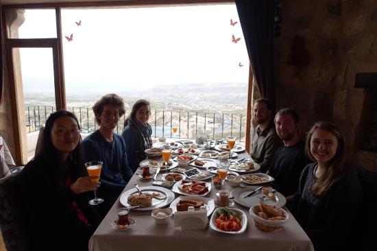 Sira Otel: Breakfast in the restaurant