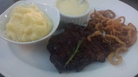 Tribes African Grill & Steakhouse: Melhor que eu ja comi.