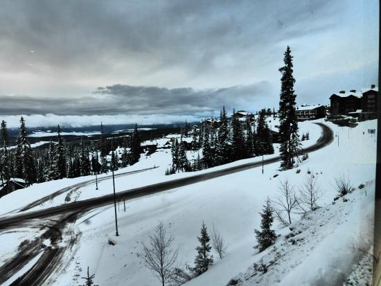 Sundance Resort at Big White Ski Resort : The view from Room 127