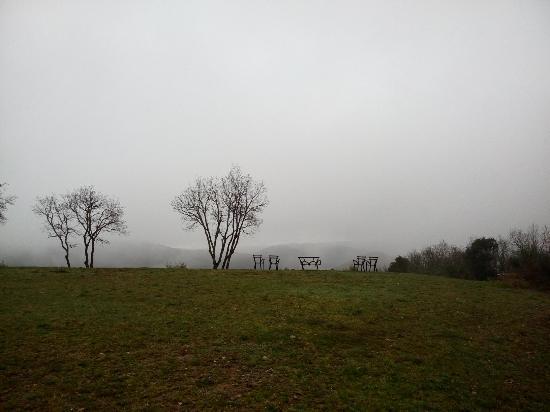 Villa di Capovento: Очаровательное, таинственное и в то же время очень уютное место, несмотря на дождь и туман, кото