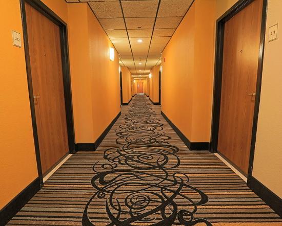 Baymont Inn & Suites Mundelein Libertyville Area: Newly remodeled interior hallway
