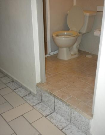Gentil Hotel Bucaneros Hotel U0026 Suites: Step Up To Bathroom In # 102