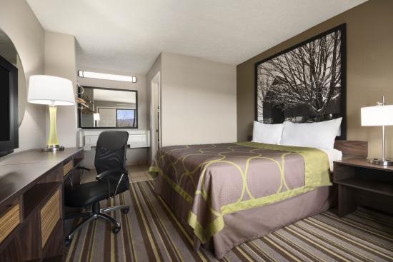 Super 8 Wytheville: Queen Room