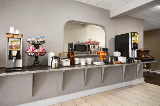 Super 8 Wytheville: Breakfast Bar