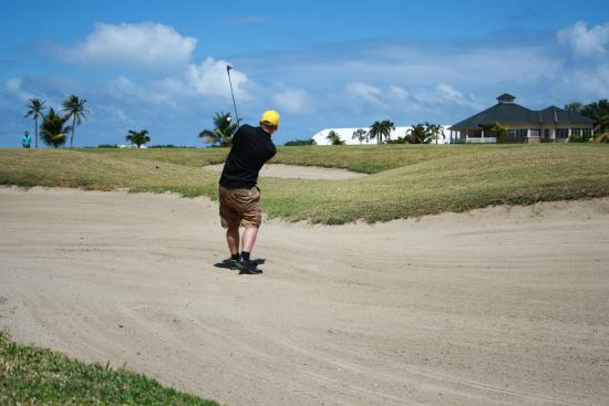 Costa Sur, Saint Kitts: a few sand traps around :)