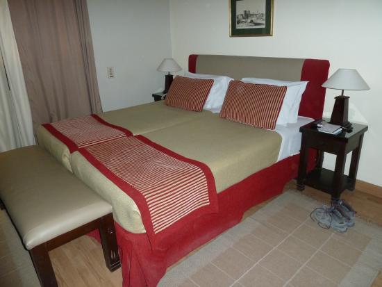 Hotel Longchamps: intérieur de la chambre que j'occupais