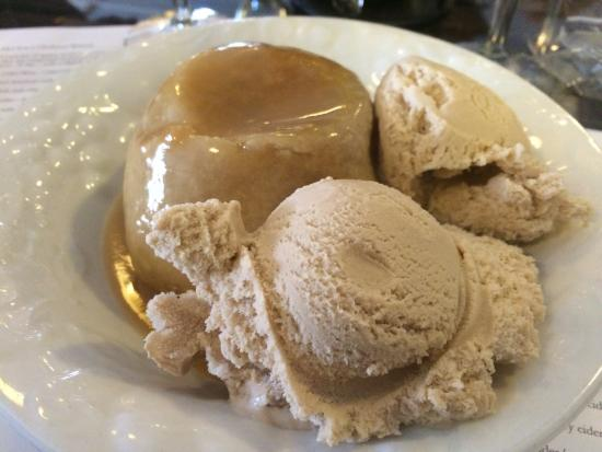 Peru, IN: Yummy apple dumpling and cinnamon ice cream
