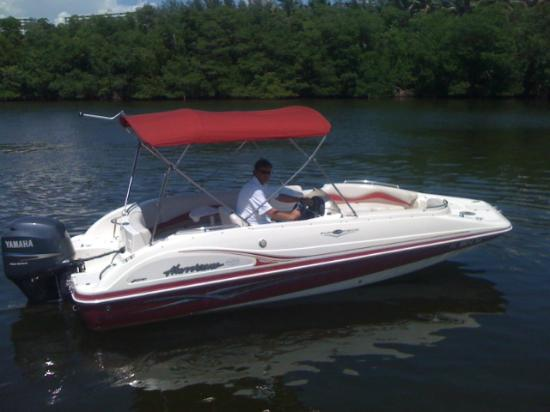 Miami Beach Boat Rental 22ft Sundeck - Picture of Miami