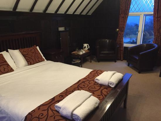 Lyons Woodlands Hall Hotel: Tower bedroom